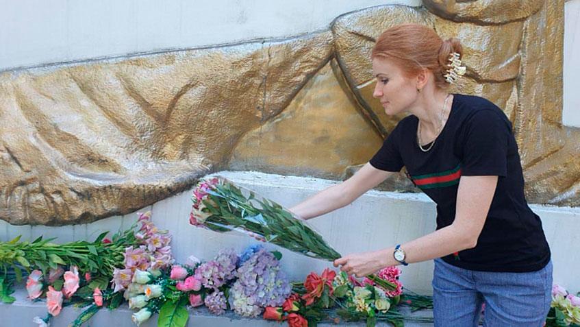 К военным мемориалам возложены цветы