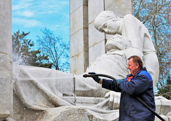 Очистка памятников и мемориалов в Сочи