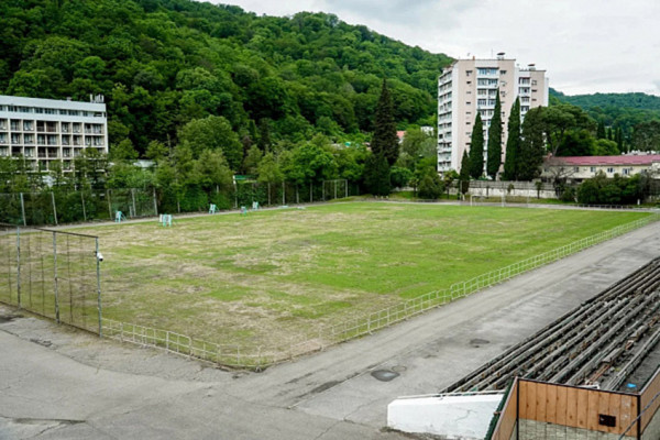 В Сочи реконструируют футбольный стадион